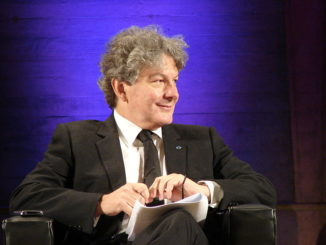 800px-2013_Global_Conference_at_Unesco_Thierry_Breton-2
