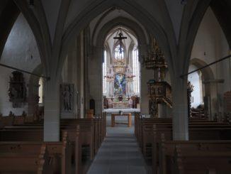 kirche_evangelisch_altar_kanzel_stein_kreuz