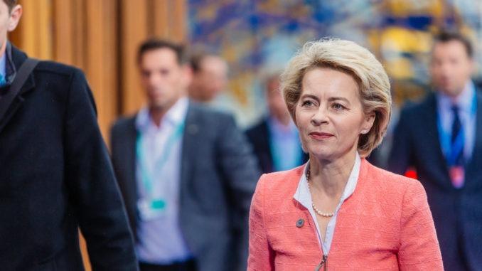ursula von der leyen_von der leyen_politikerin_präsidentin der europäischen kommission_eu parlament