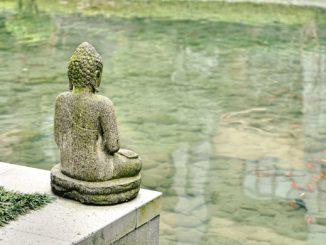 china_statue_gewässer