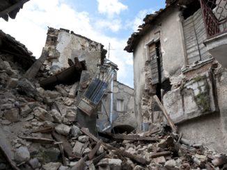 erdbeben_earthquake_einsturz_überreste_trümmer_schaden