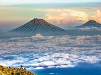 vulkan_eruption_ausbruch_lava_asche_gas_dampf_wolken_natur_katastrophe