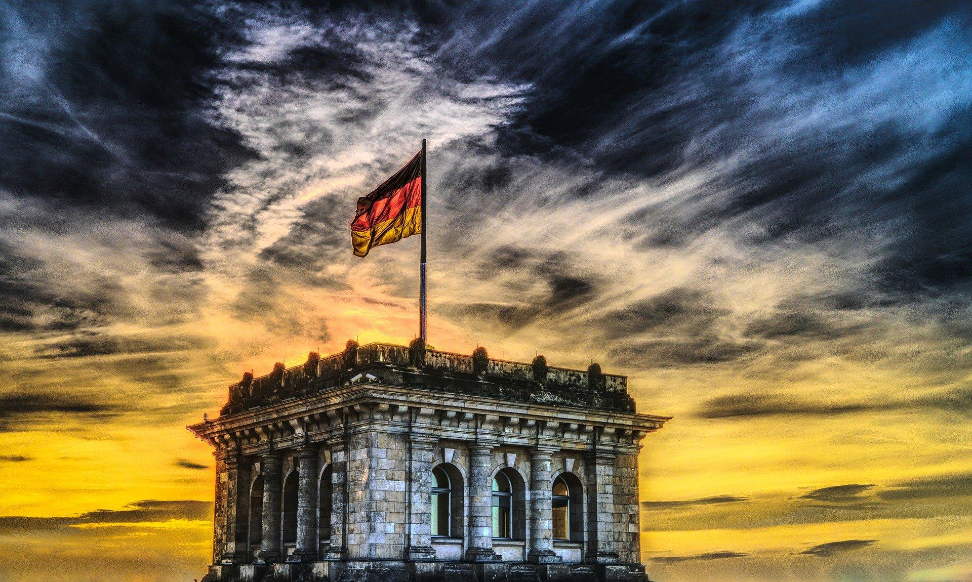 gebäude_bundestag_deutschland_politik_flagge_fahne