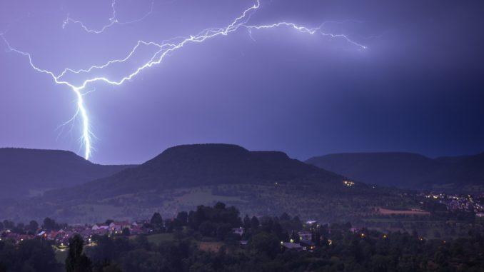 thunder_unwetter_gewitter_sturm_donner_blitz_lightning
