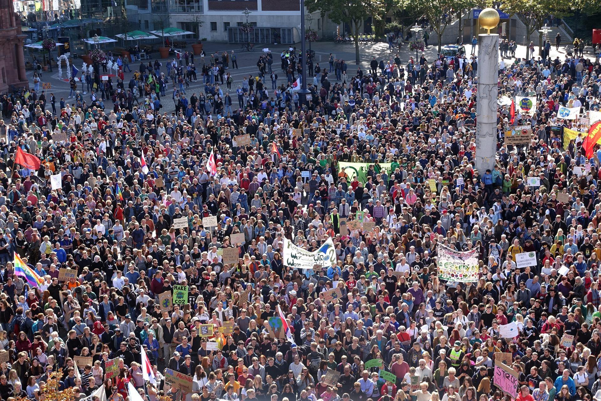 demo_protest_demonstration_menschenmasse_proteste_demonstrationen_streik