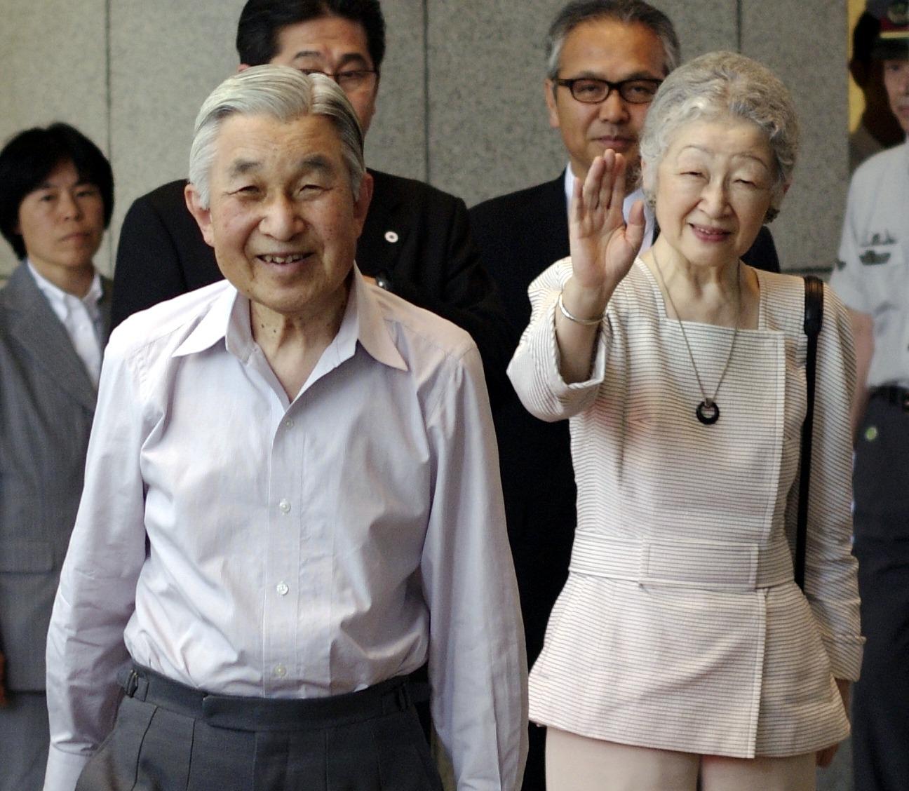Emperor_Akihito_and_Empress_Michiko_cropped_2_Emperor_Akihito_Empress_Michiko_and_Yasuyoshi_Umehara_20120727