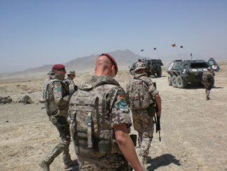 armee_deutschland_bundeswehr_soldat_waffe_wüste