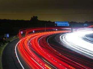autobahn_autos_viele_geschwindigkeit_unbegrenzt_tot