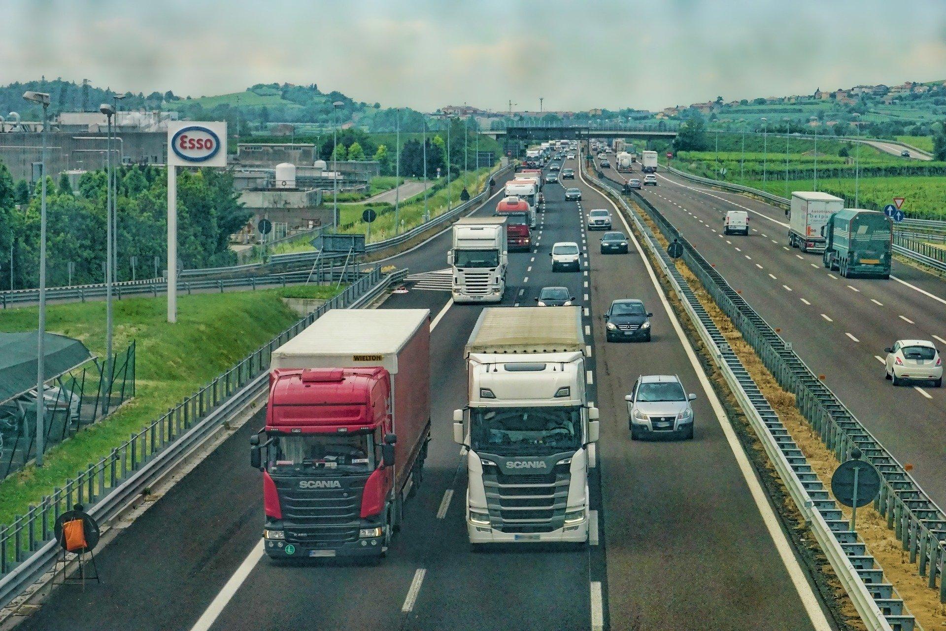 autobahn_lkw_lastkraftwagen_truck