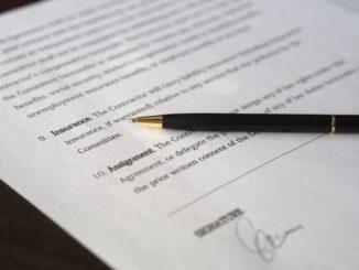 deaL_unterschrift_vertrag_papier_gesetz_entscheidung