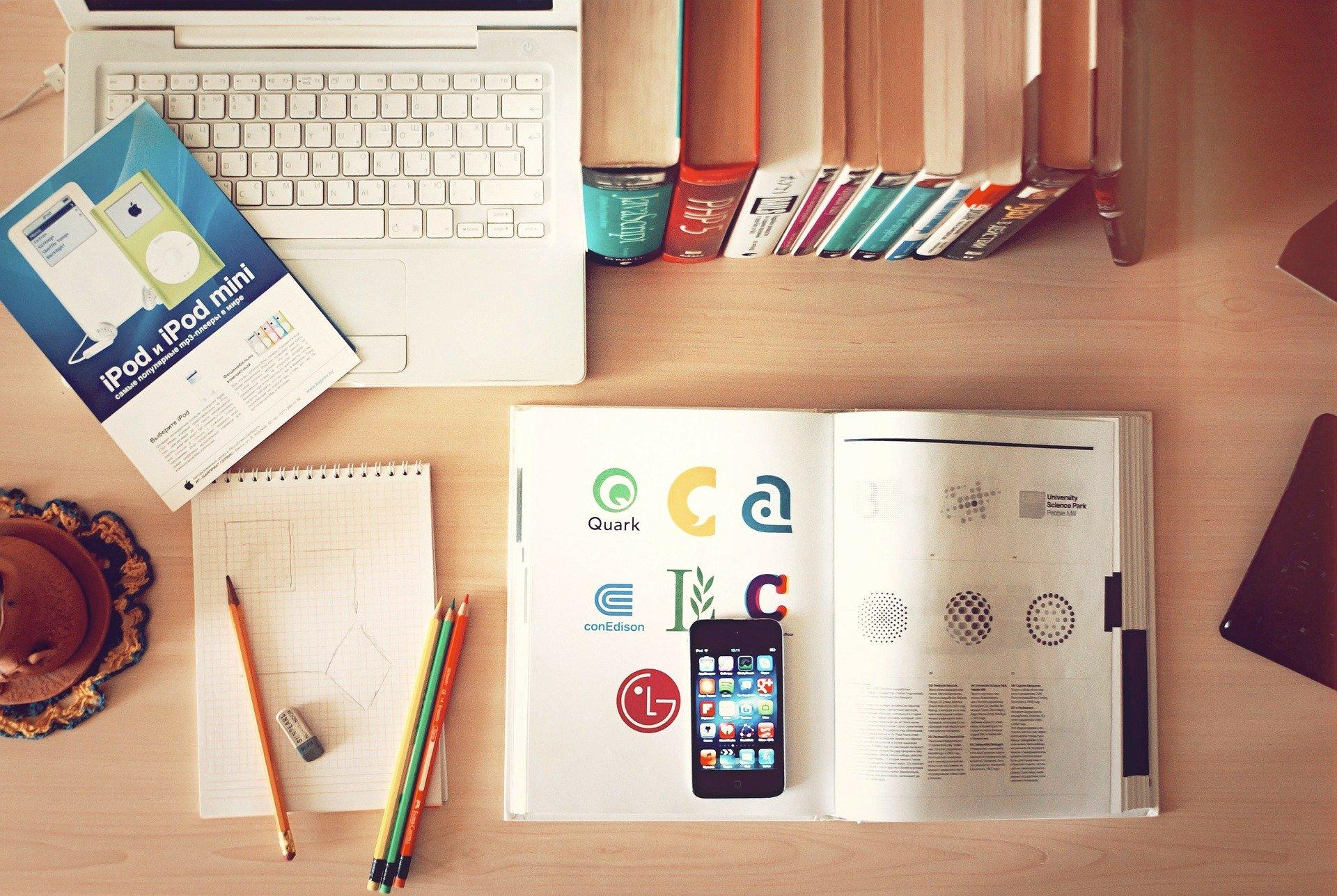 education_ausbildung_lernen_arbeiten_stift_computer