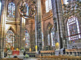 lorenzkirche_altar_altarraum_fensterbilder_fenster