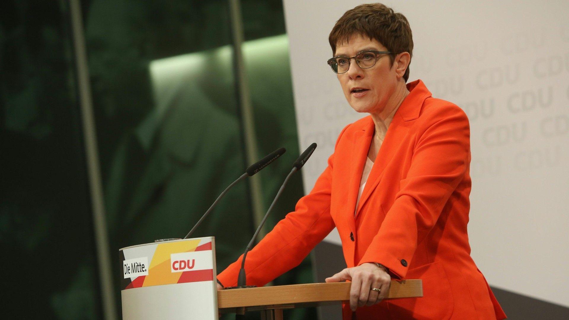 Annegret Kramp-Karrenbauer - Bild: AFP via glomexkarrenbauer