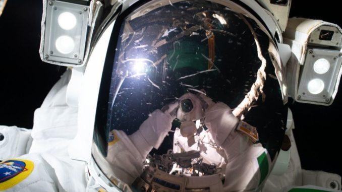 astronaut_selfie_weltraum_spektakulär_einzigartig_all_luca parmitano_weltraumspaziergang