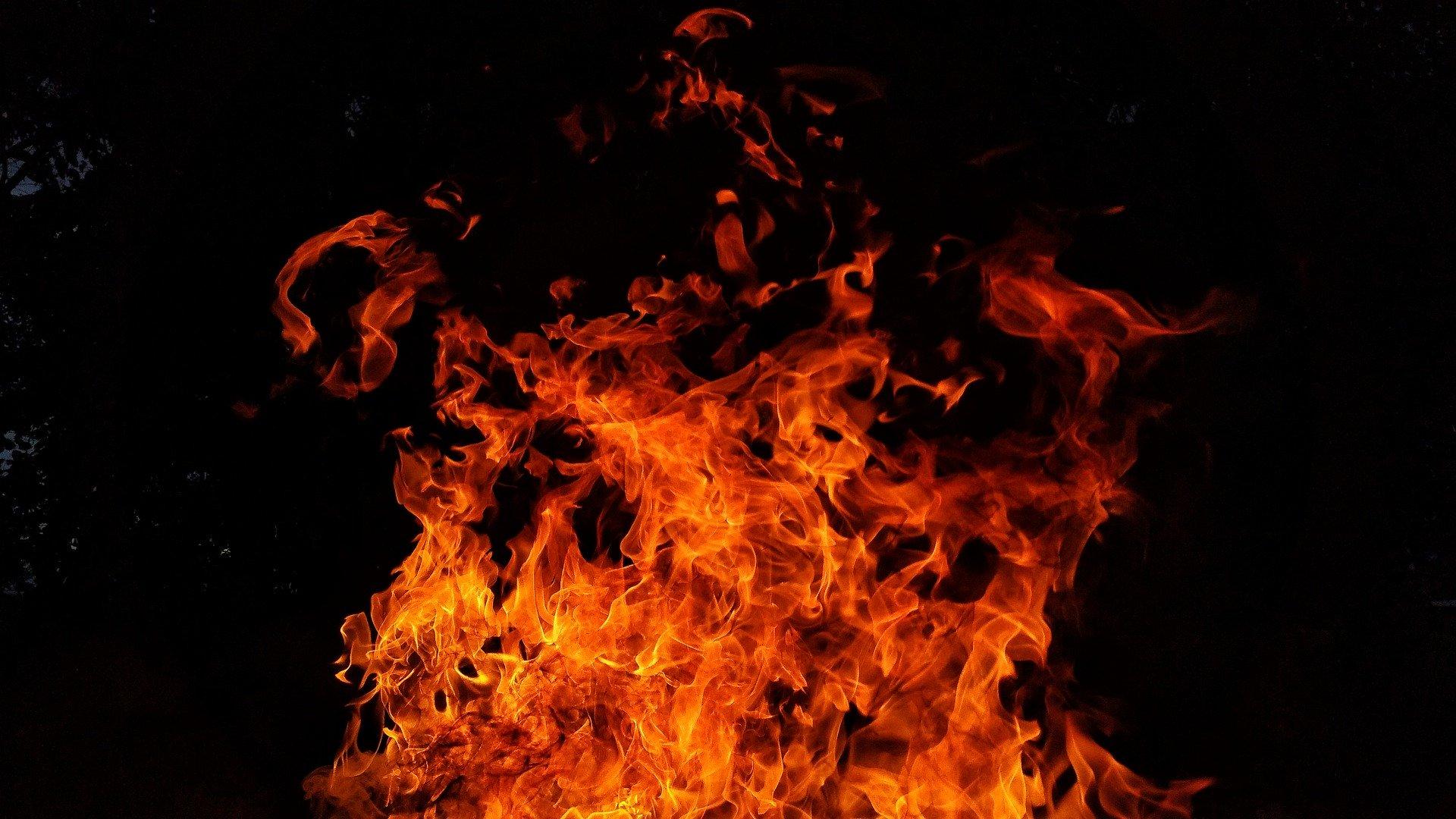 flammen_symbolbild_feuer_feuerwehr