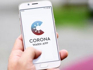 Corona-Warn-App - Bild: Firn/Shutterstock.com