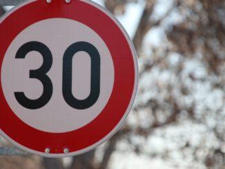 30 KM/H-Schild