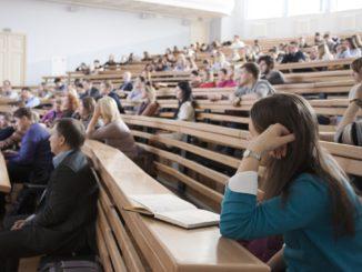 Vorlesung in einer Universität - Bild: masha.k. via Twenty20