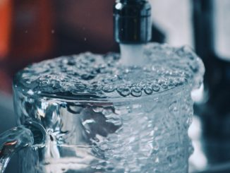 Glas mit Leitungswasser - Bild: Terralyx via Twenty20