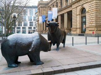 Skulpturen vor der Frankfurter Börse - Bild: axel.bueckert via Twenty20