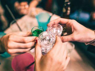 Alkohol - Bild: marcobertoliphotography via Twenty20