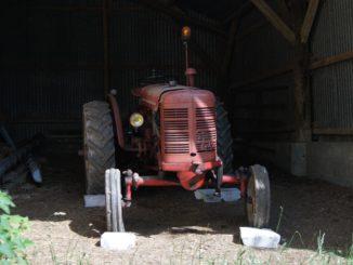 Traktor in der Garage - Bild: Loreke76 via Twenty20
